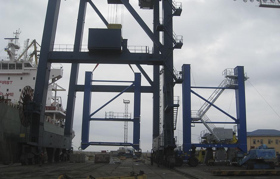 Rubber-tired gantry cranes erection - Kondor & Co